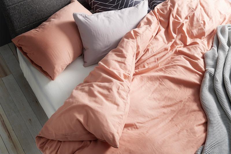 ダブルガーゼ素材の肌触りの良いベッドカバーリング