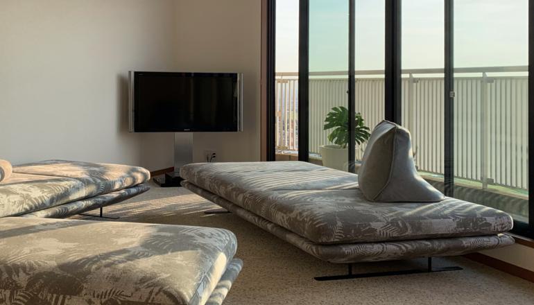 美しすぎるリビング空間-リーン・ロゼ「プラド」ソファの納品事例紹介