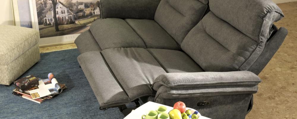角度を別々に調節できる2モーター使用のソファ「マスケット」